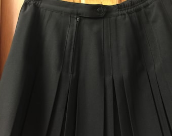 Extra Large Size 16 Black Pleated Tennis Skirt in excellent condition