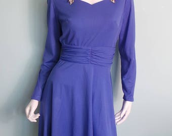 70s Purple Party Dress with Marcasite Brooch Details, Light Purple Sweetheart Neckline Knee Length Long Sleeve Evening Dress,42in Bust,Large