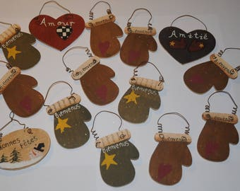 """Christmas decoration: bundle of 14 ornaments """"hearts and mittens"""""""