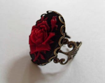 Red rose cameo ring. Cameo ring. Gothic ring. Victorian ring. Filigree ring. Goth ring. Botanical jewelry. Macabre. Adjustable brass ring.
