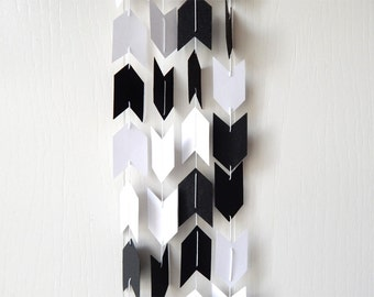 Arrow Garland in Black and White 20 ft