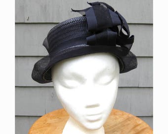 Perky early 1940s navy straw, horsehair & ribbon hat - perfect for spring!