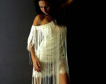 Boho wedfing dress with a fringe. Gatsby wedding dress.