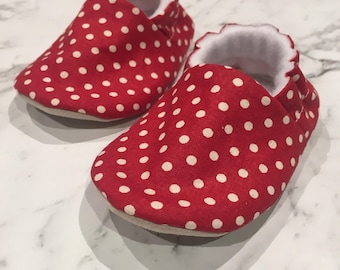 Red with White Polka Dot Moccs// Baby Mocassins// Baby Moccs// Soft Soled Shoes// Baby Shoes// Fabric Slippers// Baby Booties