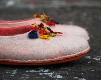 OOAK women wool slippers with Indian sari silk ribbons Handmade in Europe, felted wool slippers, Burebure flat shoes, Boiled wool slippers