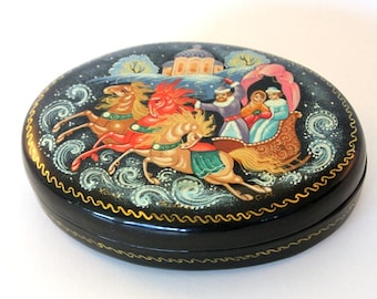 Vintage Russian Lacquer Box, Signed XORYH  Troyka Troika Three Horse sleigh