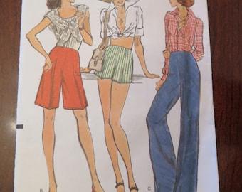Vintage 70s Vogue 8921 Misses Pants Shorts Sewing Pattern size Waist 25 UNCUT