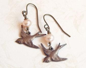 Jossie - sparrow bird earrings with pearls - bird earrings - blush pearl - pearl earrings - sparrow charm earrings