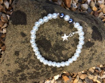 White faux pearl with black beads syn/ treat tracking bracelet (15 count) dieting and slimming in the modern world