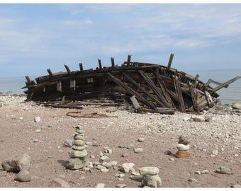 Semi-rigid laminated original photograph of a ship wreck placemat