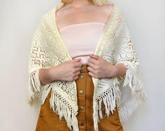 Vintage 70s White Crochet Fringe Poncho Boho Hippie Open Wrap Sweater Cardigan Shawl