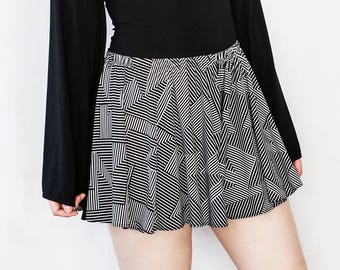 Geometric Black and White Mid-Rise Tap Shorts Small