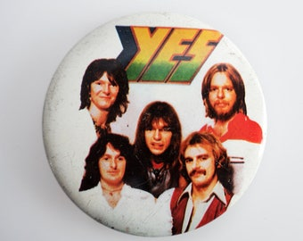 """Yes - Vintage 1970s 2.5"""" Pin Back Button Badge"""