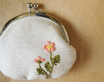 Embroidered coin purse - peach flowers on natural linen