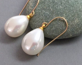 Drop pearl earrings, Gold pearl earrings, Pearl bridal earrings, Pearl wedding earrings, Pearl gold earrings, Bridesmaid gold earrings