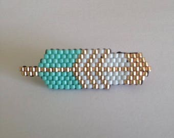 Feather brooch in peyote stitch