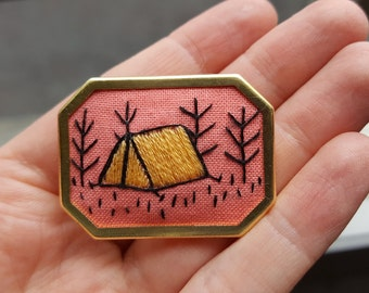 Camping out // Hand embroidered brooch