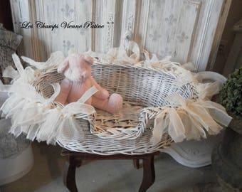 Shabby dog, cat, LCV basket