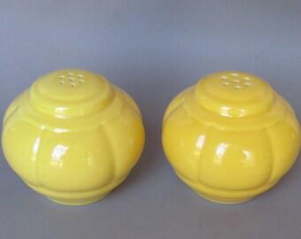homer laughlin riviera tango harlequin yellow salt pepper shakers TRUE PAIR 1939 petalware petal ware round shakers 1940s dinnerware dishes