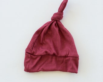 Beanie/Hat - Infant Knot Beanie in Burgundy Knit