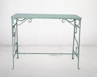 vintage coffee table Dekor with refurbished retro look