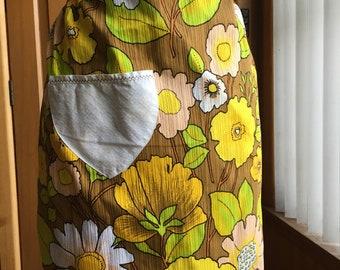 Vintage 1960s/1970s floral half apron
