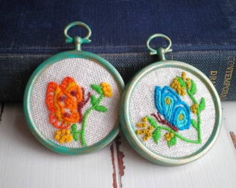 Embroidered Butterfly Garden Floral Hoop Art Set, Retro Butterlies Hand Stitched Crewel Embroidery Fiber Wall Art Mini Hoops Home Decor Gift