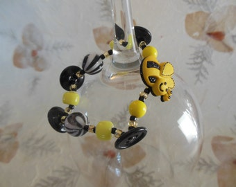 Playful honey bee button, black and yellow beads stretchy bracelet