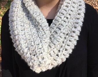 Crochet Cowl // Oatmeal