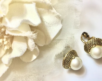 Vintage pearl earrings clip on