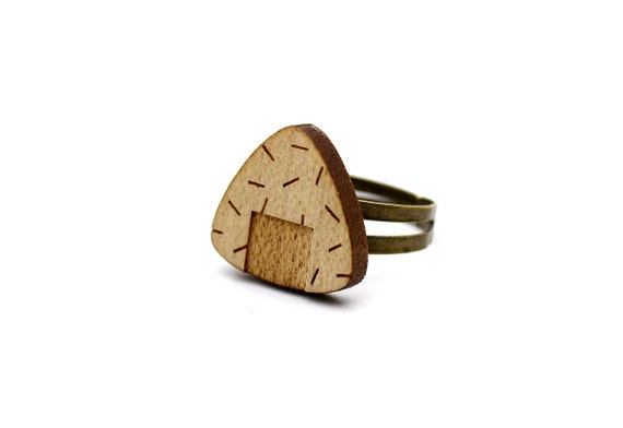 Onigiri ring - Japanese food ring - sushi - maki - graphic jewelry - kitsch jewellery - lasercut maple wood