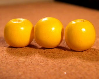 30 beads in bright yellow natural wood glossy 14 x 13 mm Pearl in natural wood - B43