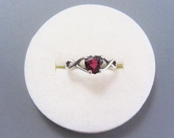 Dainty Vintage Sterling Garnet Heart Ring Size 5