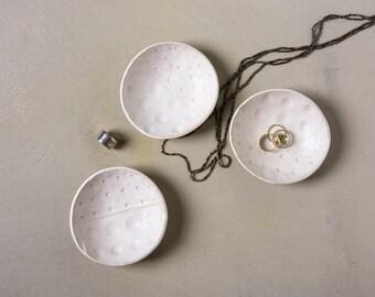 Ring Bearer Bowl, wedding ring holder, jewelry dish for ringbearer, Textured Ceramic Ring Dish, Modern Ring Holder, Trinket Dish