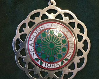 1985 vintage Lunts Silversmith Christmas ornament/medallionl Seasons Greeting