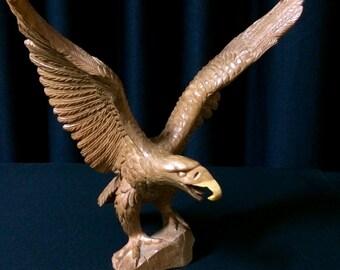 Sculpture d'aigle en bois, sculpté à la main