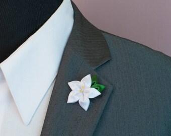 White Daffodil Kanzashi Flower Lapel Pin / Lapel Pin Flower, Men's Lapel Pins / Daffodil Lapel Pin