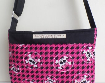 "Bag ""Yasmin"" pattern skull, black and fuchsia."
