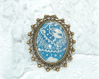 Brooch style shabby chic pendant bronze with arabesque pattern