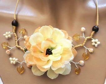 Necklace big flower dahlia vanilla and salmon fabric