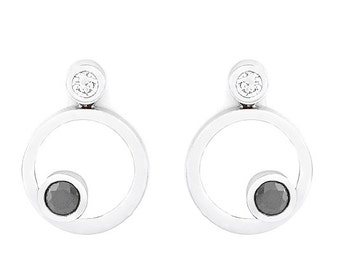 18kt White Gold Earrings set with Black and White Diamonds 3Q11