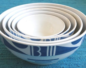 1930's set of 5 nested bowls, Société Céramique Maestricht Holland. Blue geometrical Bauhaus spray decoration / stencil ware / Spritzdekor