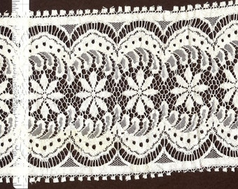 5.5 inch wide Cream (or black) trim   3 yds   (6313)