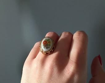 cameo locket ring / Avon ring / adjustable floral cameo locket ring / size 5.5