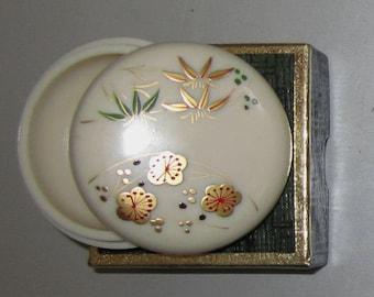 Vintage Pill Box in Cream with Wild Flowers by Sarsaparilla ~ Style # 7 Cream