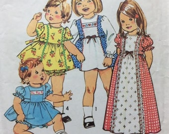 """Toddlers' Dress Pattern Dress in Two Lengths and Panties Retro Dress Pattern Simplicity Pattern 7154 Size 1/2 Breast 19"""""""