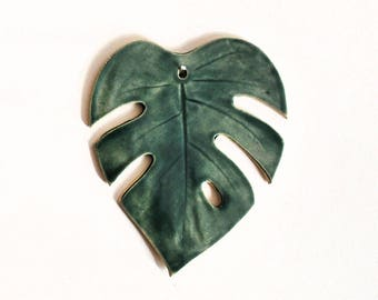 Monstera Leaf Wall Hanging - Small - Forest Green - Pottery, Ceramic - Handmade - Tropical leaf, Philodendron - Gifts for Plant Lovers