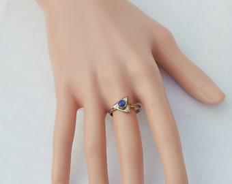 Vintage Silver Ring with a fine cut Lapis Lazuli gem.