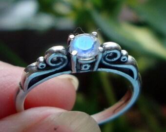 Regenbogenmondstein in Sterling Silberring - benutzerdefinierte Größe fairer Handel, umweltfreundliche Recycling - 4mm Blau auf weiß perfekt für immer Ring Blitz