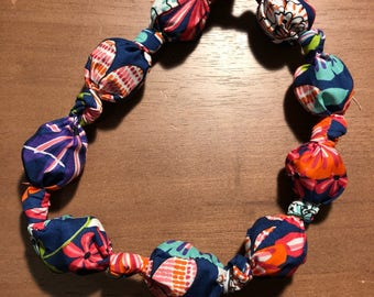 Refreezable Fabric Necklace - Bold Floral Print